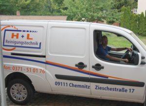 Wolfgang Hausdorf im Firmenfahrzeug